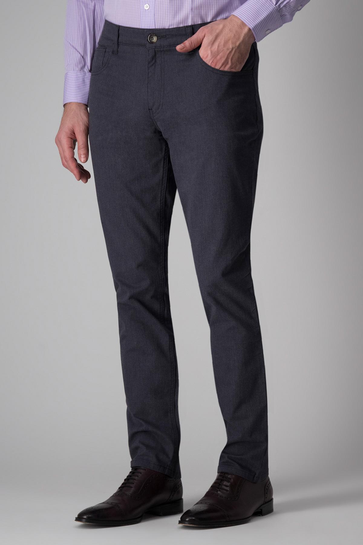 Pantalón Calderoni, modelo 5 bolsillos, color gris.