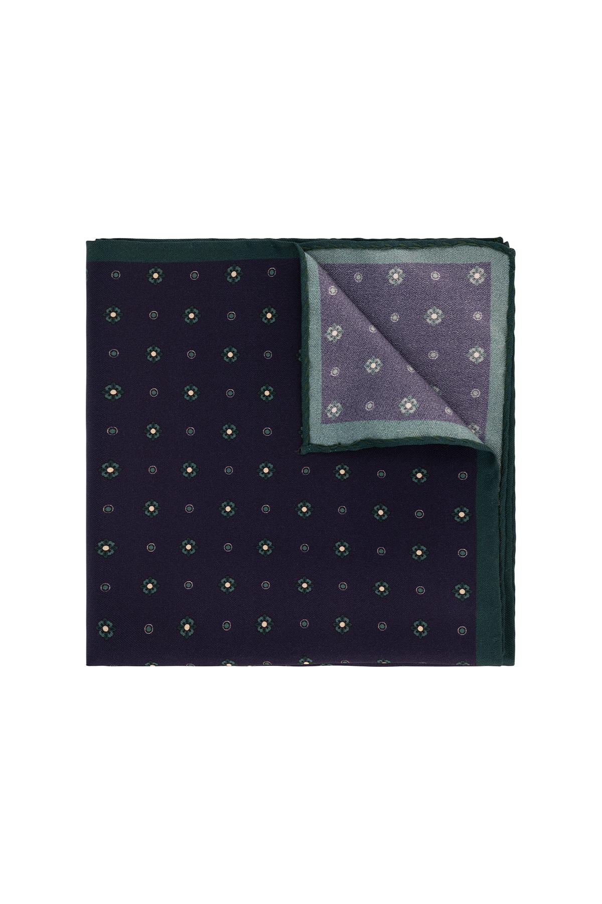 Pañuelo marca Robert´s color morado.