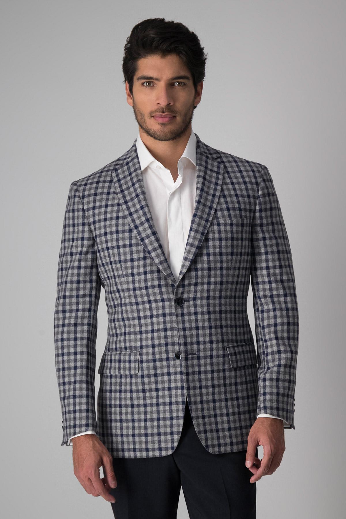 Saco Calderoni, 100%lana tela italiana, slim fit, gris con cuadros azul.
