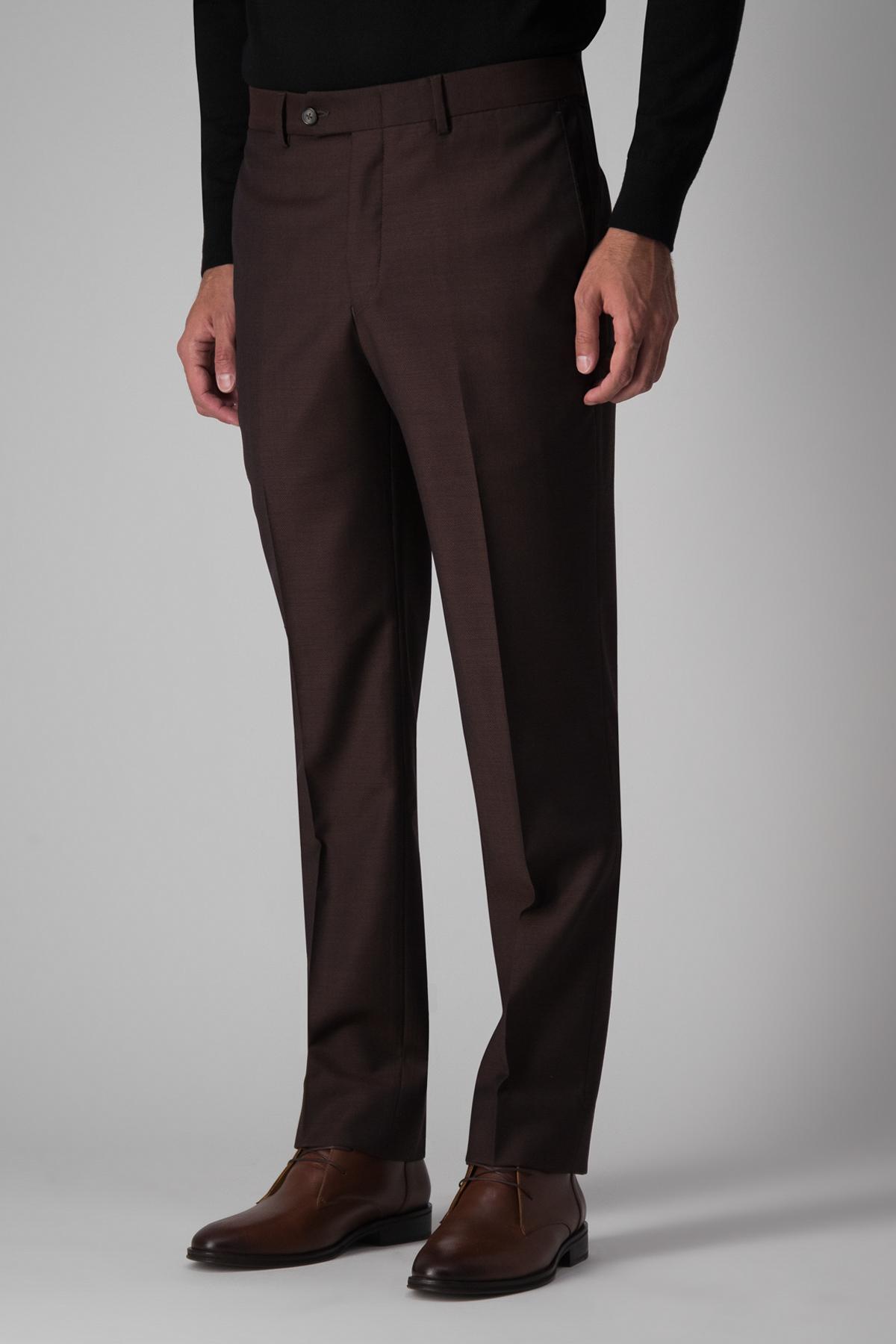 Pantalón Robert´s 100% lana, color vino trama diagonal.