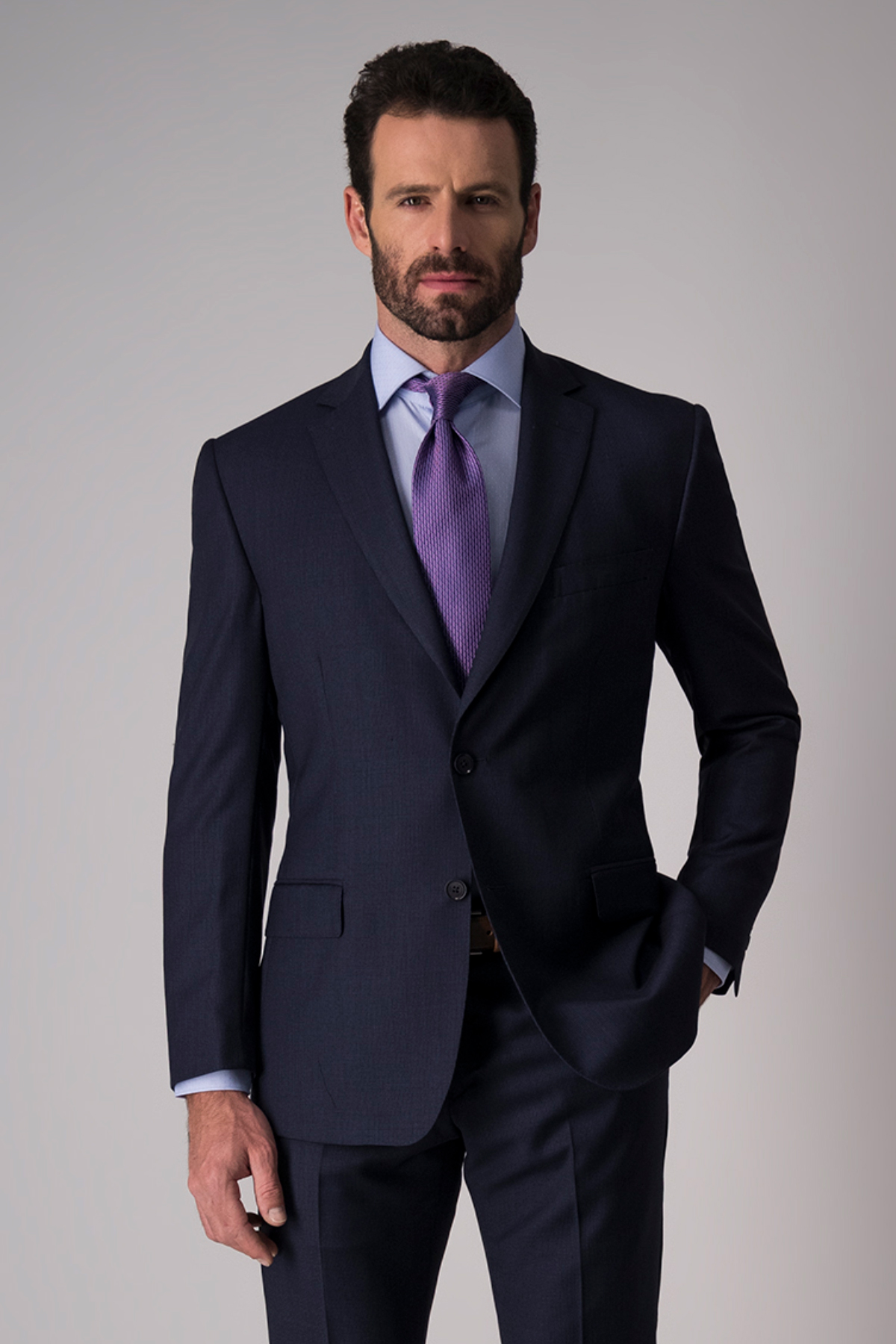 Traje Calderoni, tela italiana, slim fit, color azul.