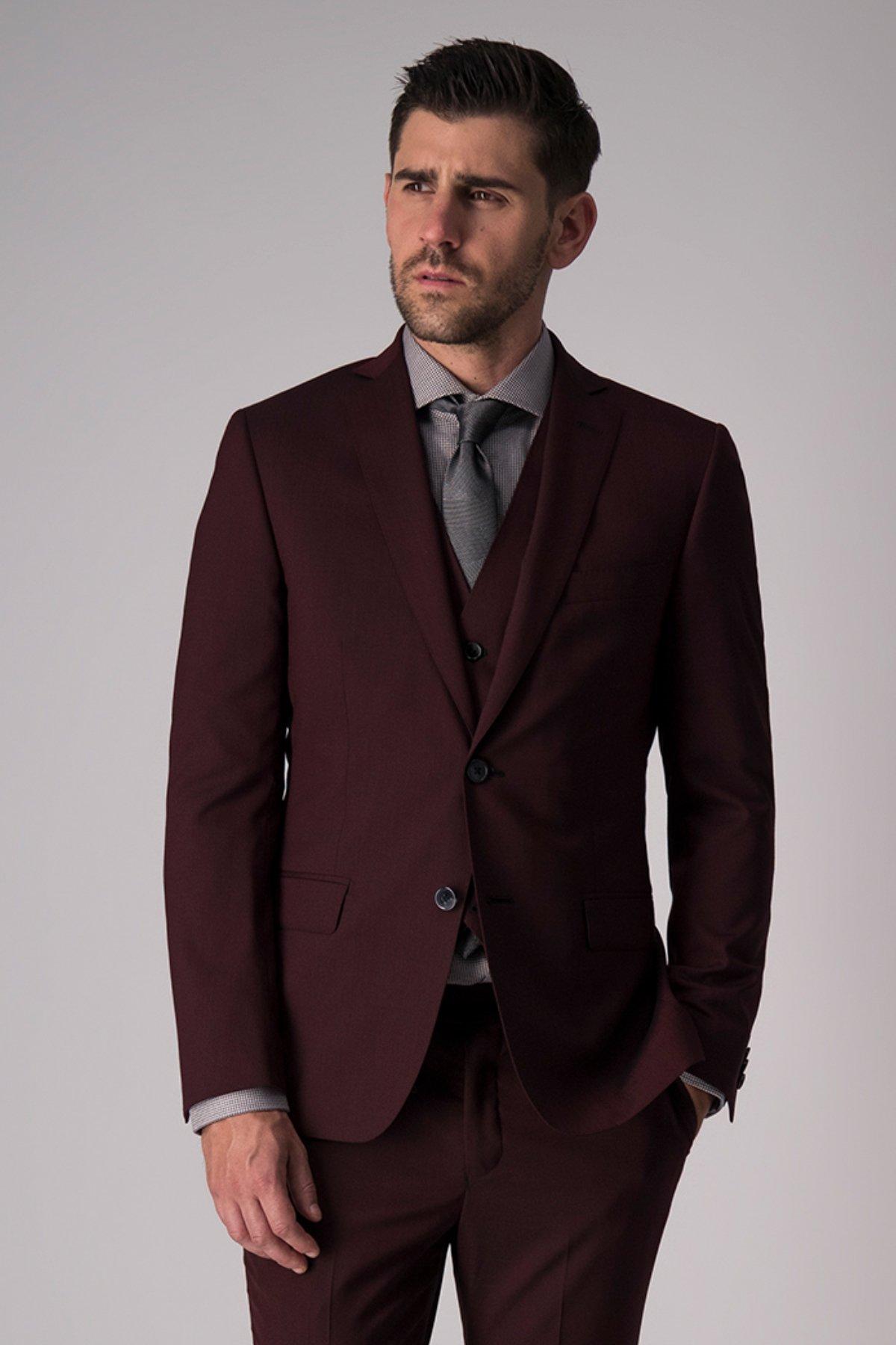 "Traje ""Trio"" Robert´s  Red, skinny fit, color vino, lana stretch."