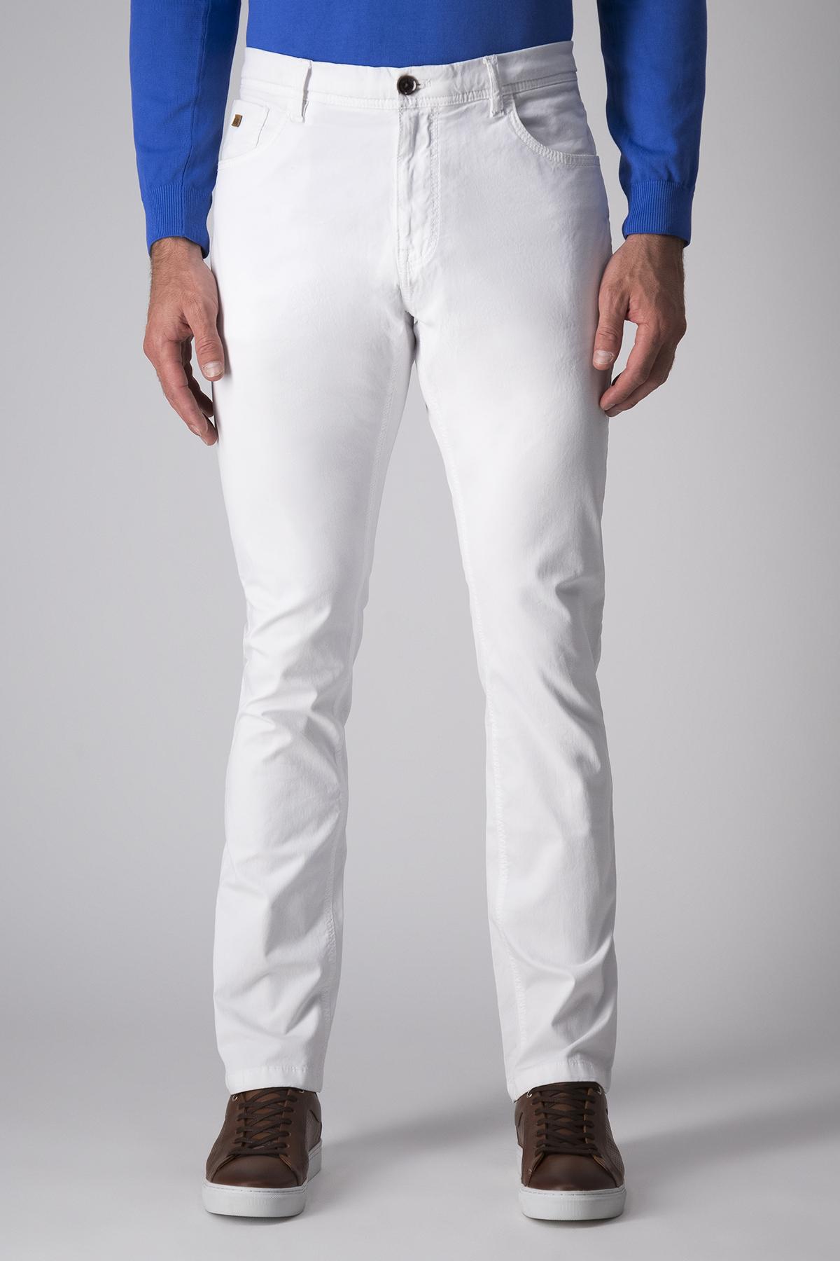Pantalón Robert´s, color blanco, modelo 5 bolsillos.