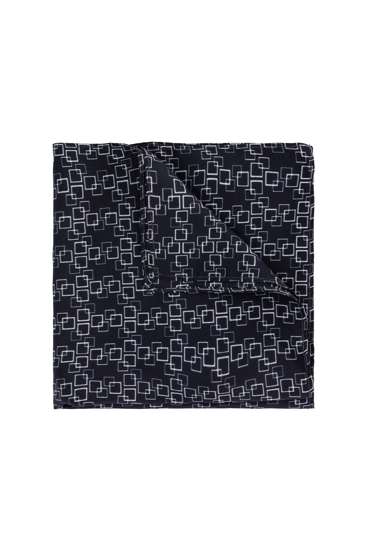 Pañuelo marca Robert´s color negro cuadros .