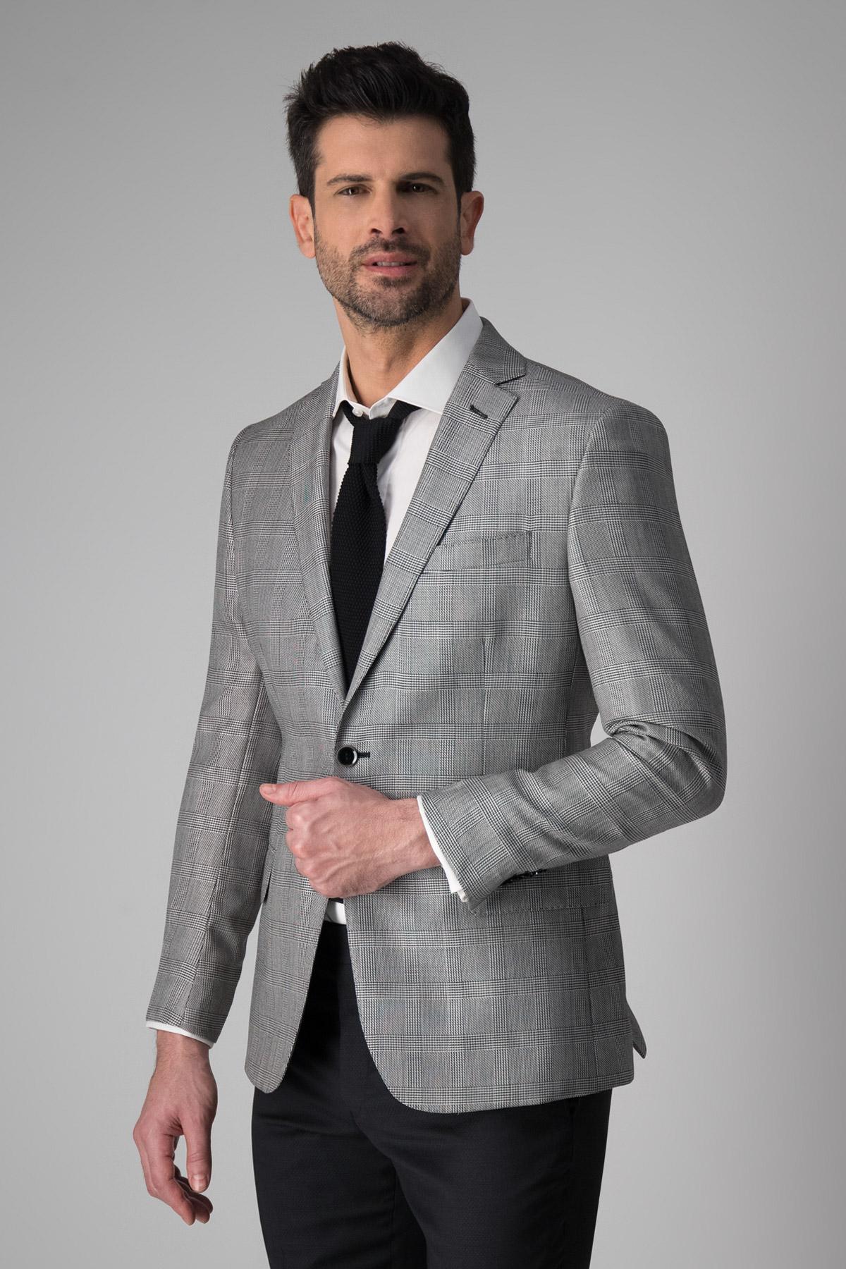 Saco Robert´s en lana y seda, slim fit, gris a cuadros.