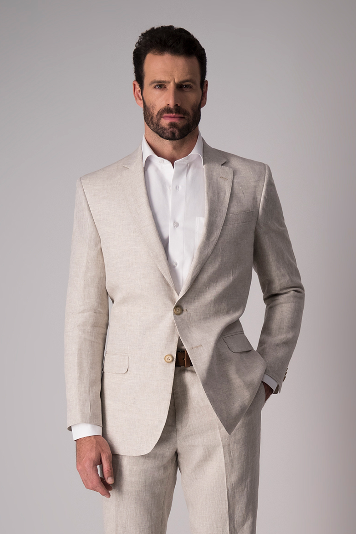 Traje Robert´s,  Regular fit, 100% lino, natural.