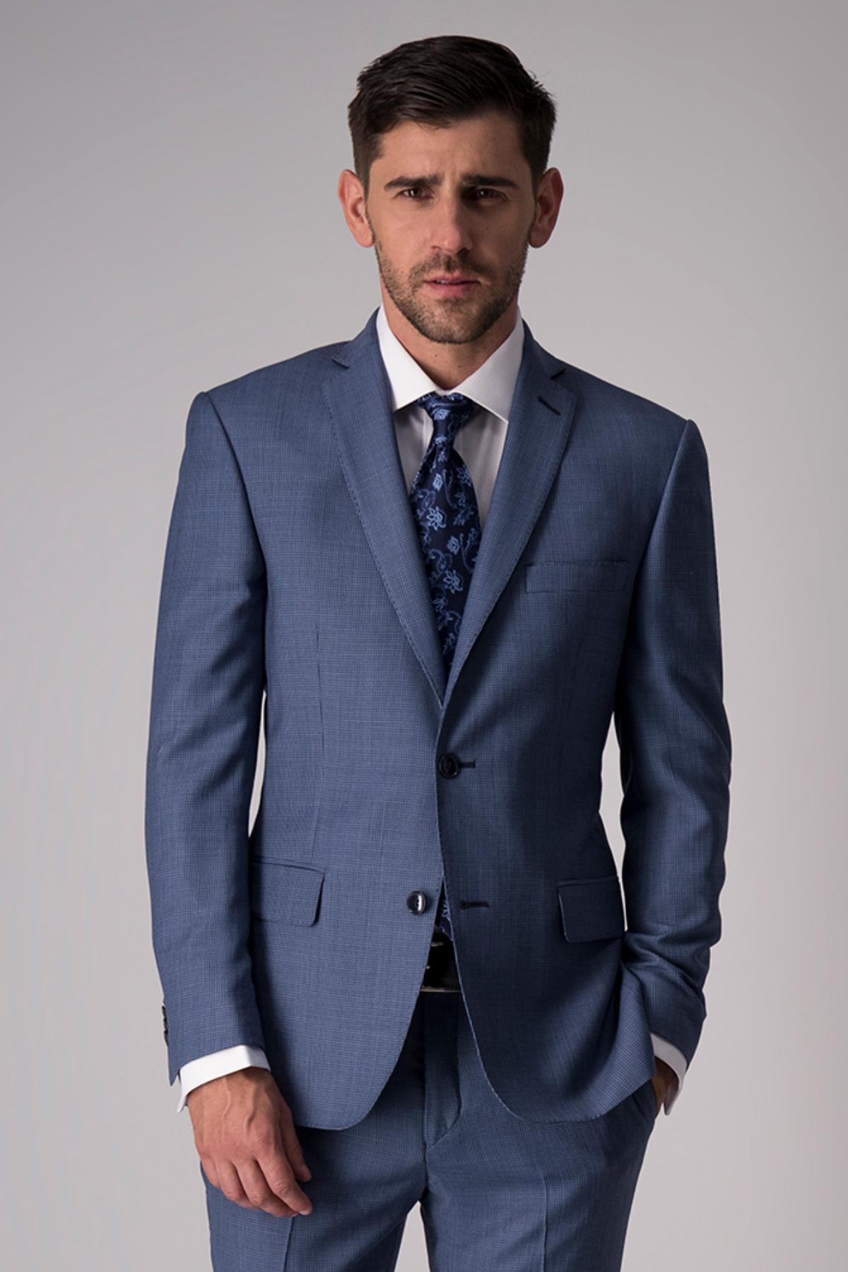 Traje Robert´s, 100% lana, slim fit, liso azul claro.