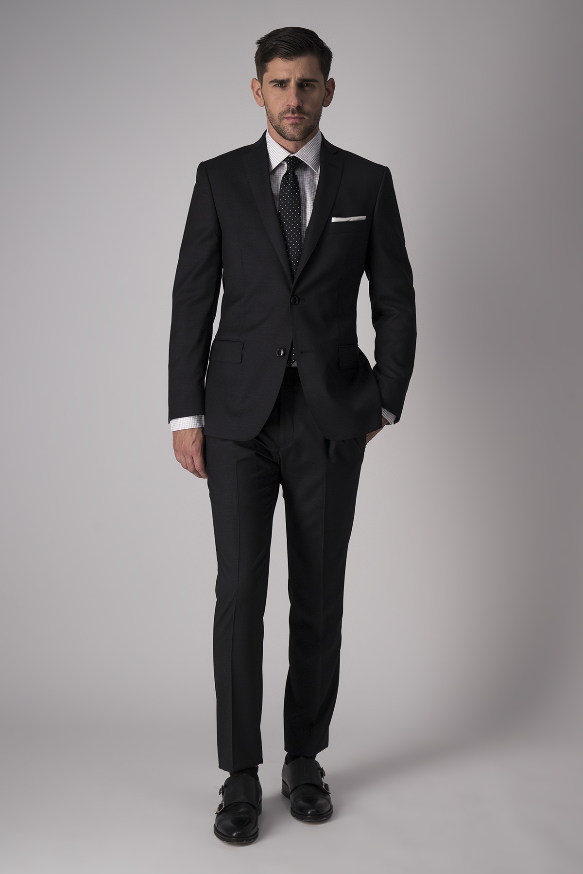 Traje Robert´s, slim fit, color negro liso.