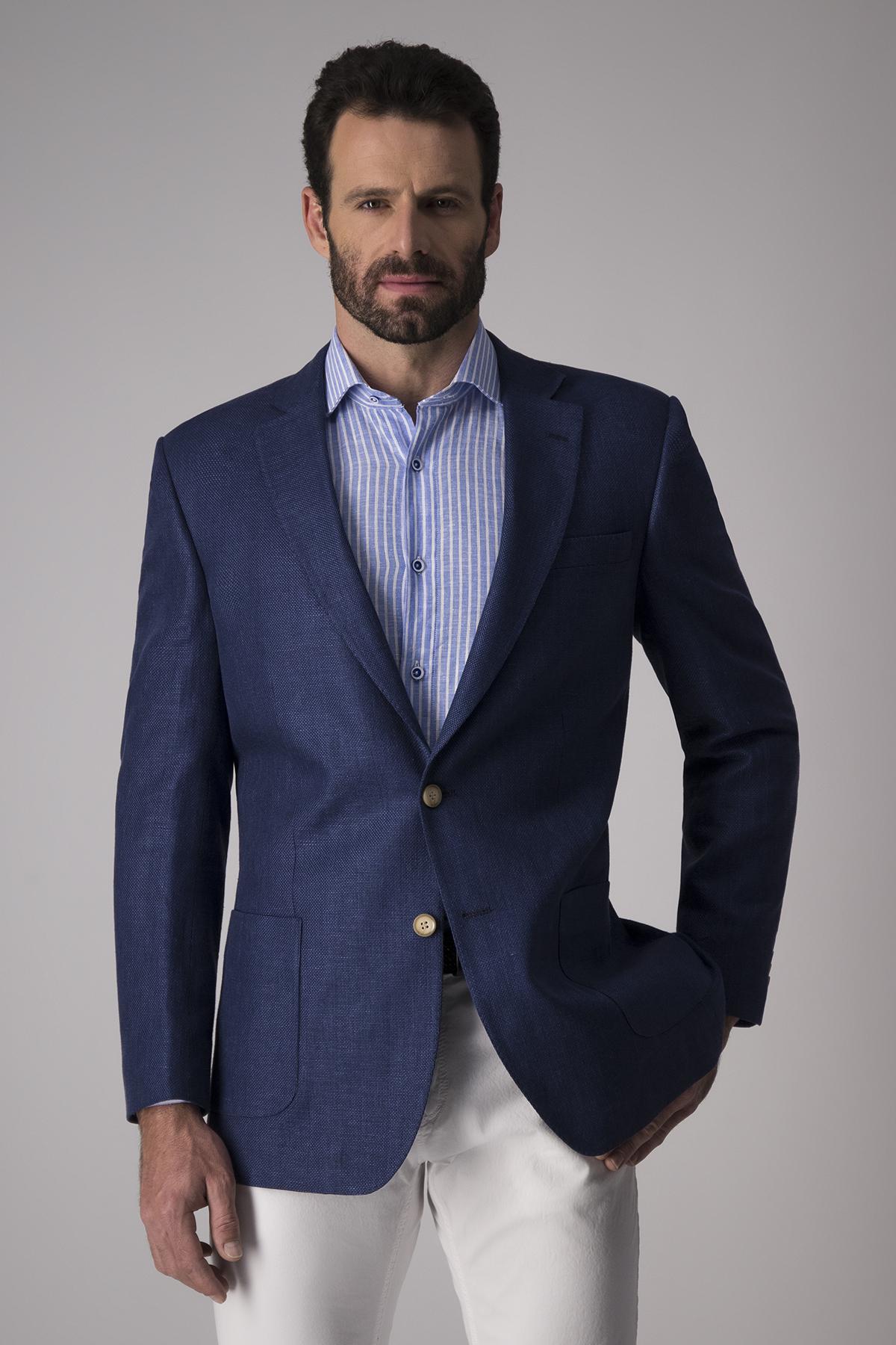 Saco Robert´s   Regular fit, algodón y lino, color azul.