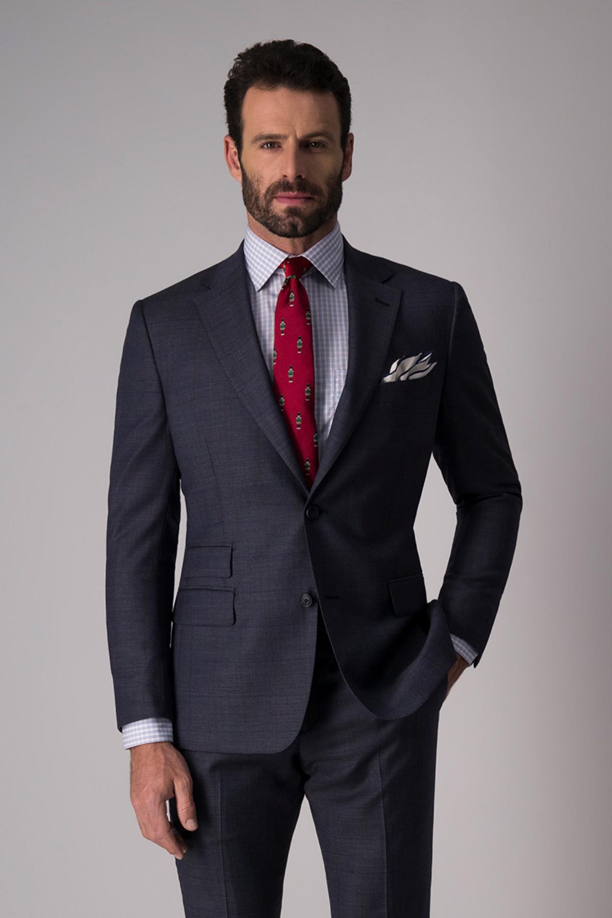 Traje Giorgio Valentino, slim fit, color azul.
