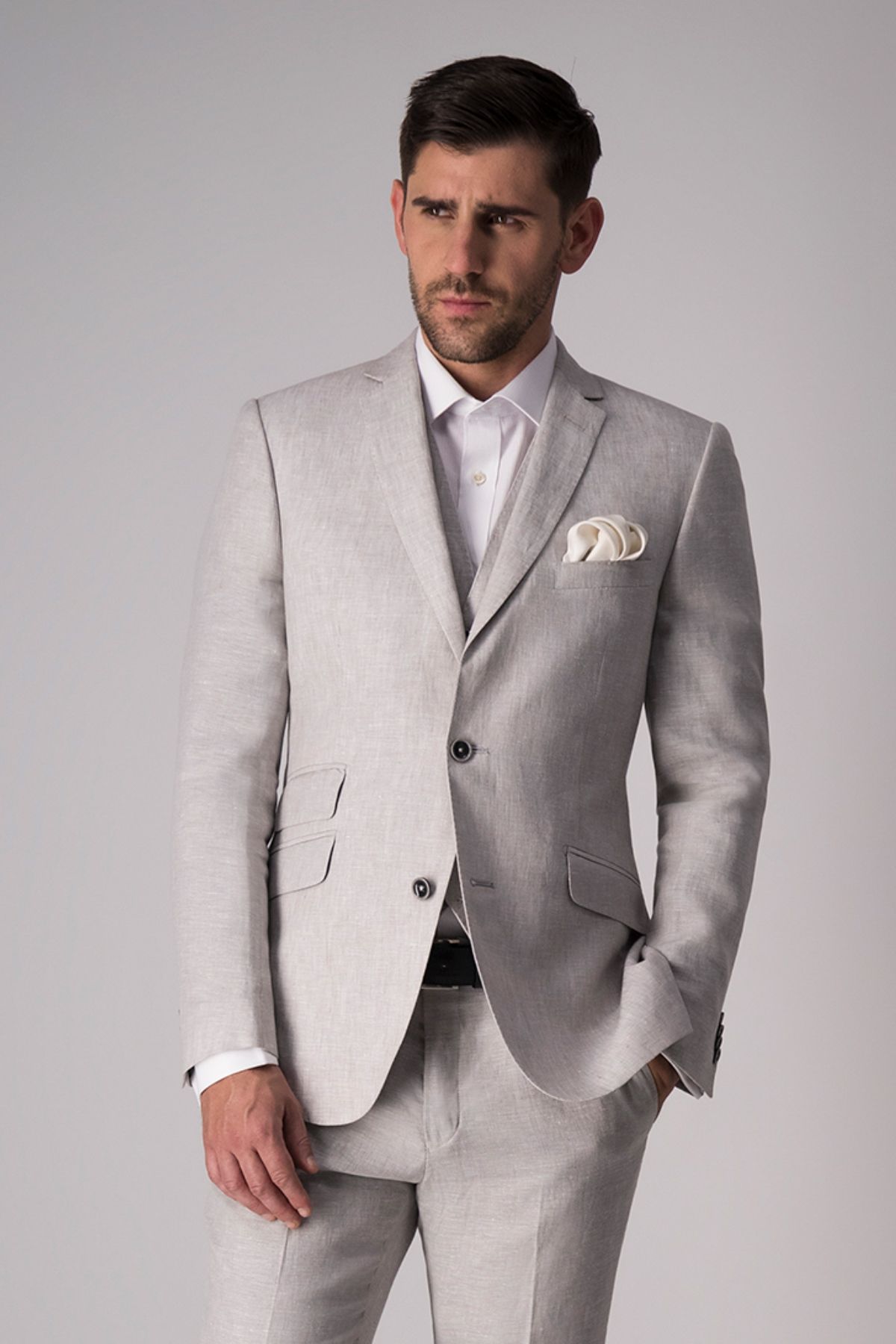 "Traje ""Trio"" Robert´s Red, slim fit, lino color natural."