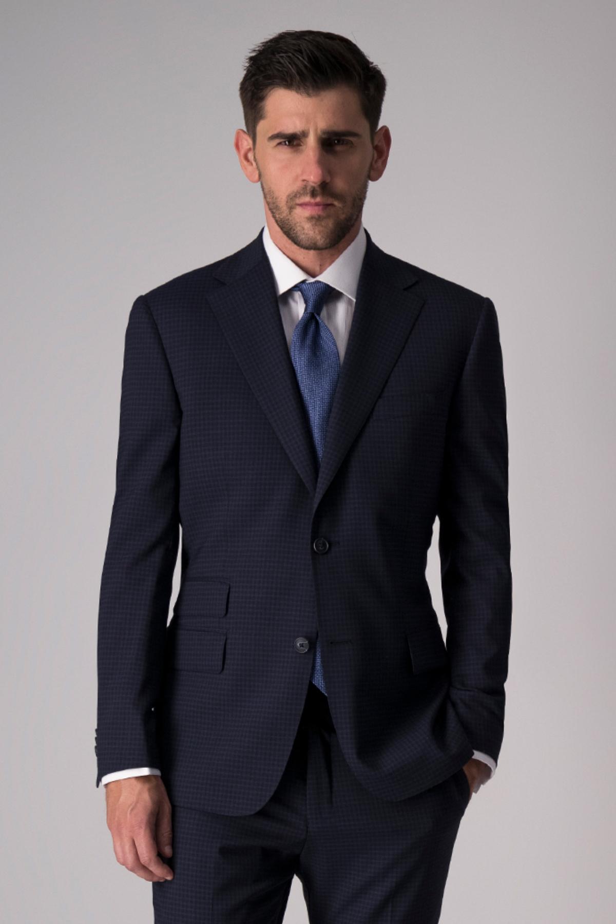 Traje Giorgio Valentino, slim fit, azul cuadros, stretch.