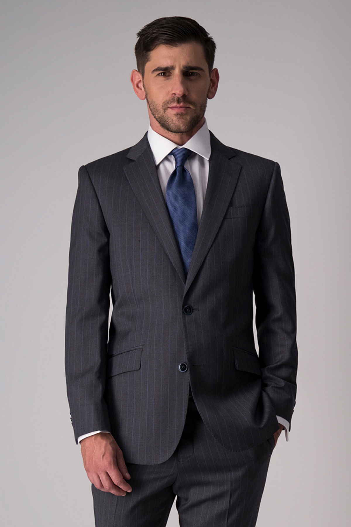 Traje Robert´s, 100% lana, slim fit, gris oxford a rayas.
