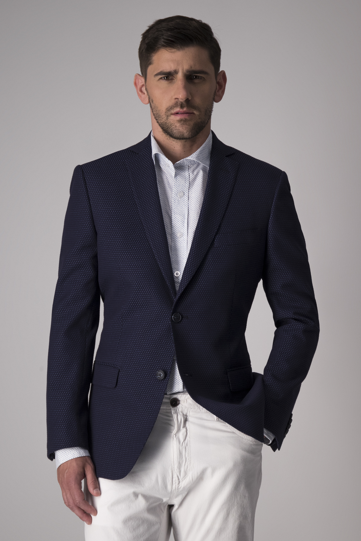 Saco Robert´s Red, slim fit, azul micro diseño, algodón stretch.