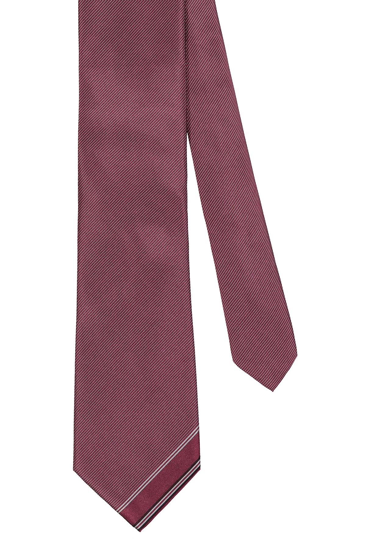 Corbata Calvin Klein, 100% seda, bordo trama diagonal, punta con vivo.