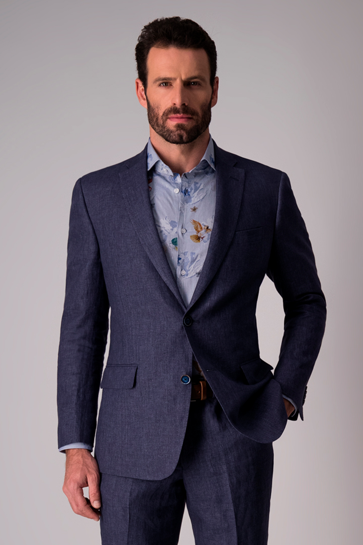 Traje Calderoni, 100% lino azul,  Regular fit.