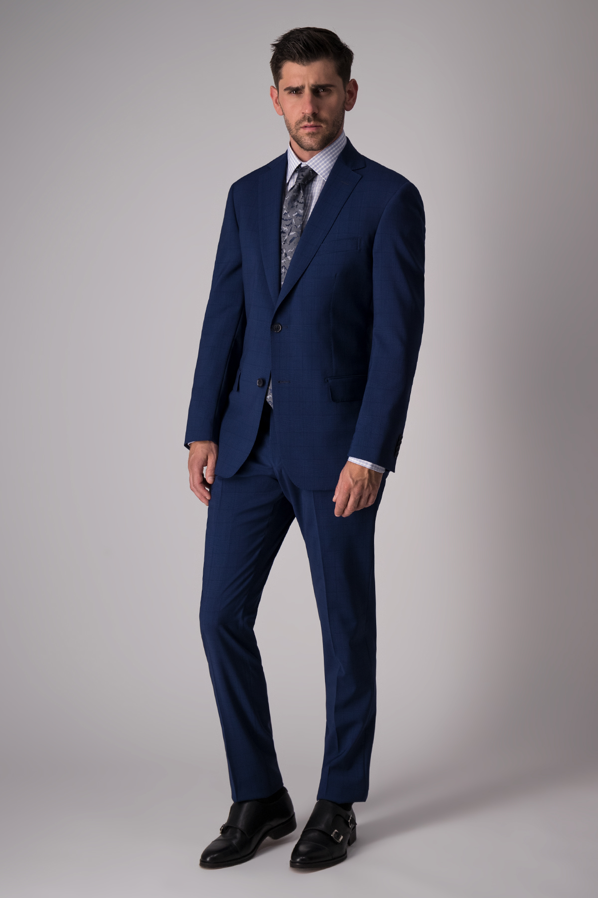 Traje Calderoni, tejido italiano azul, slim fit.