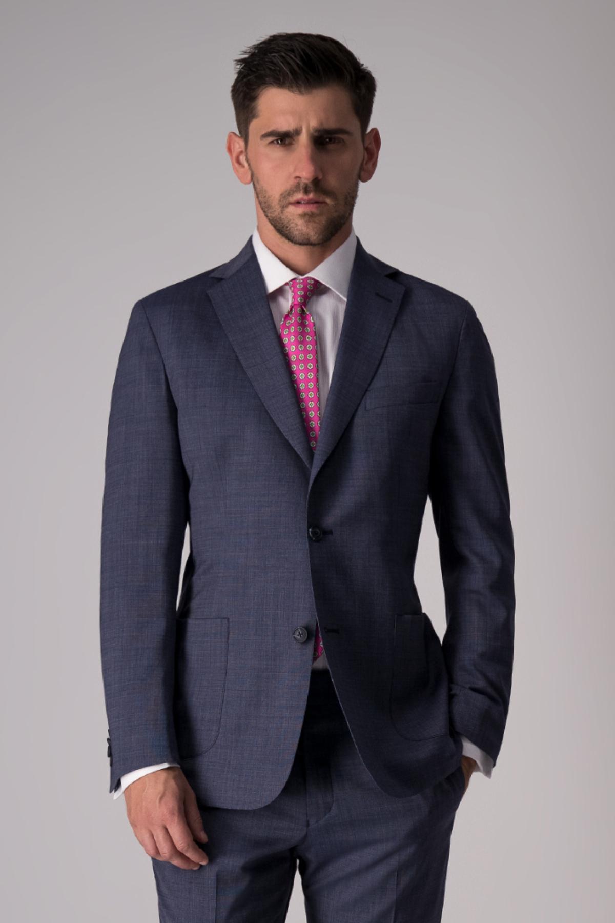 Traje Giorgio Valentino diseño italiano, slim fit, azul.