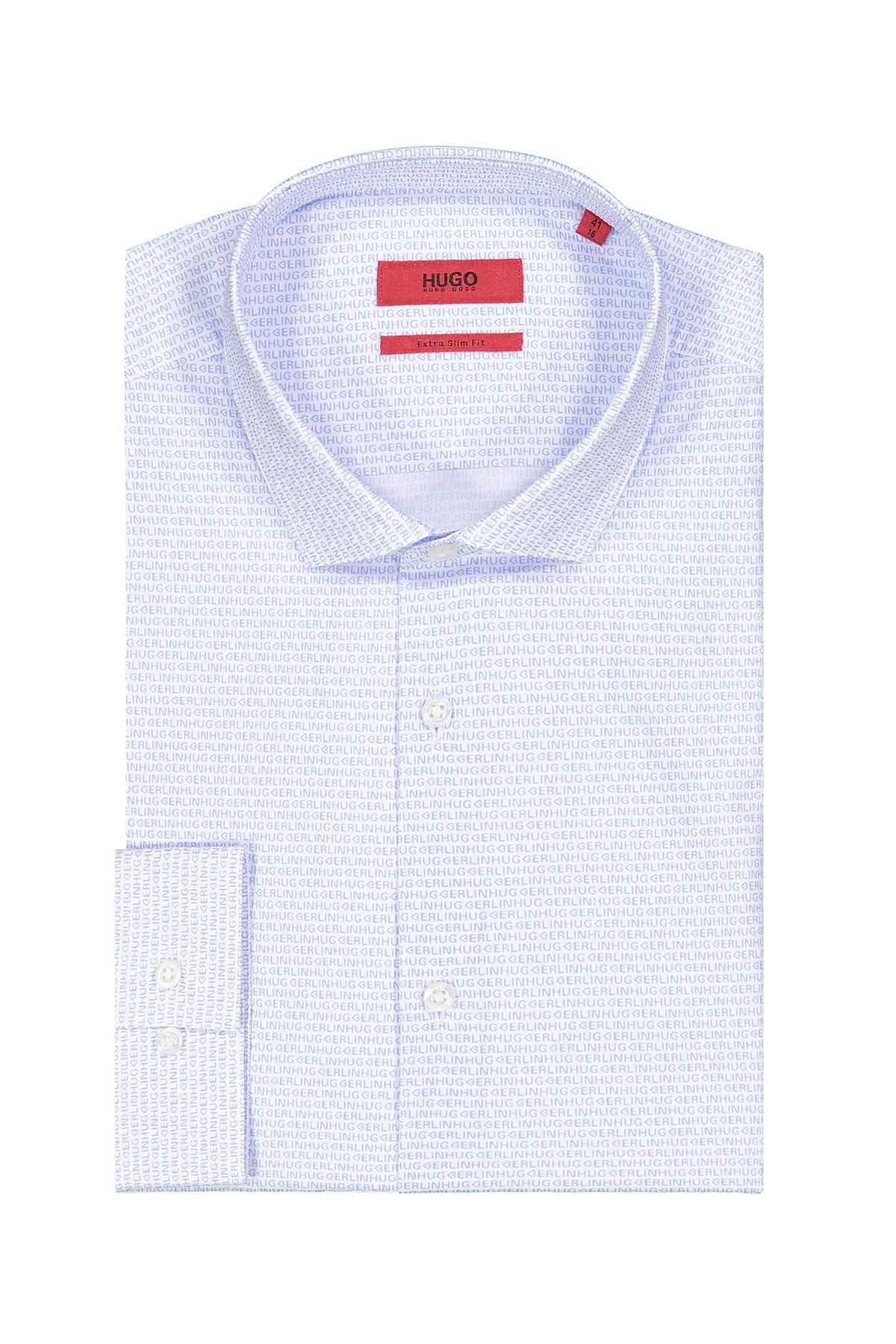 Camisa Hugo Boss, Extra slim fit, blanca estampado de texto celeste.