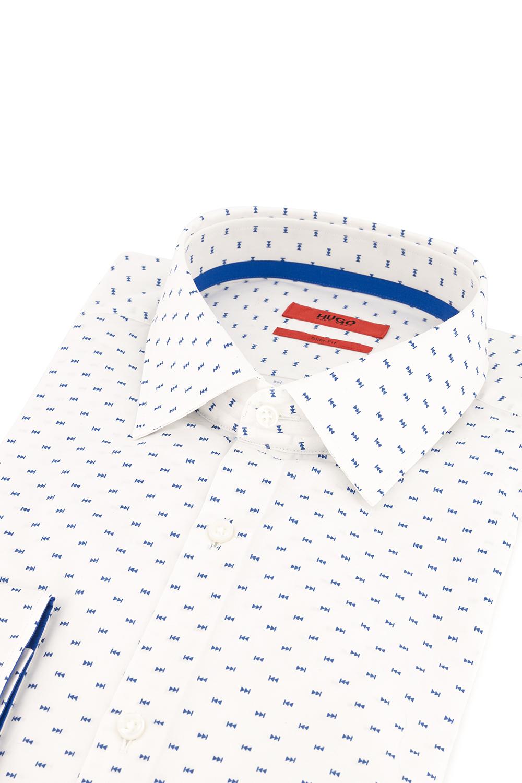 Camisa Hugo Boss, slim fit, blanca con fantasía en azul.