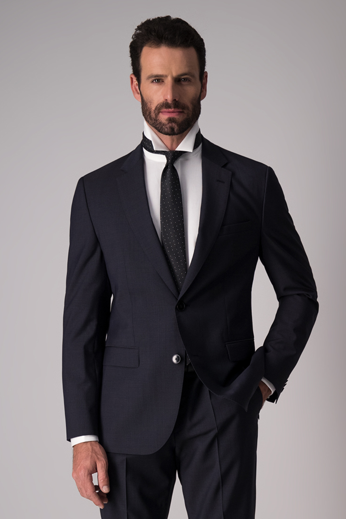 Traje Hugo Boss, 100%lana, slim fit, liso color oxford.