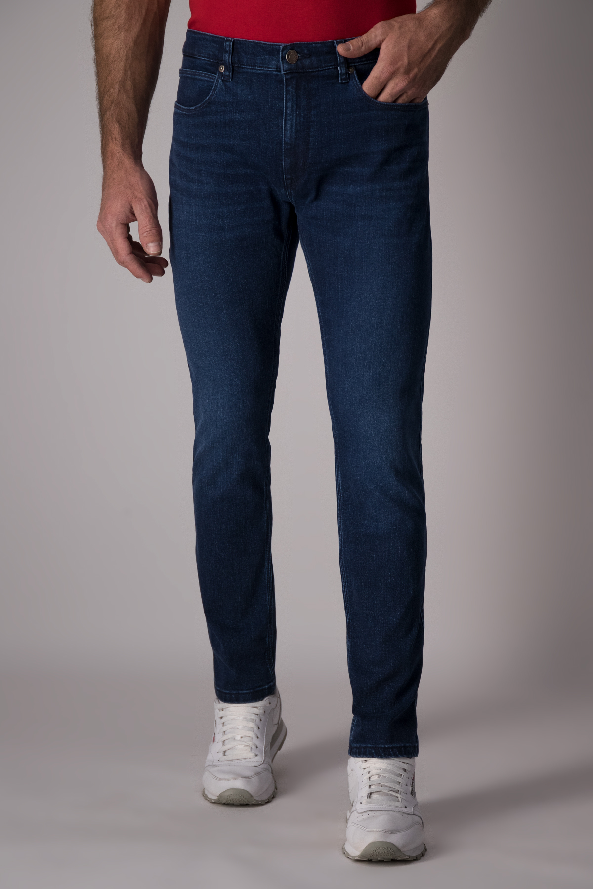 Jeans Hugo Boss color azul, slim fit.