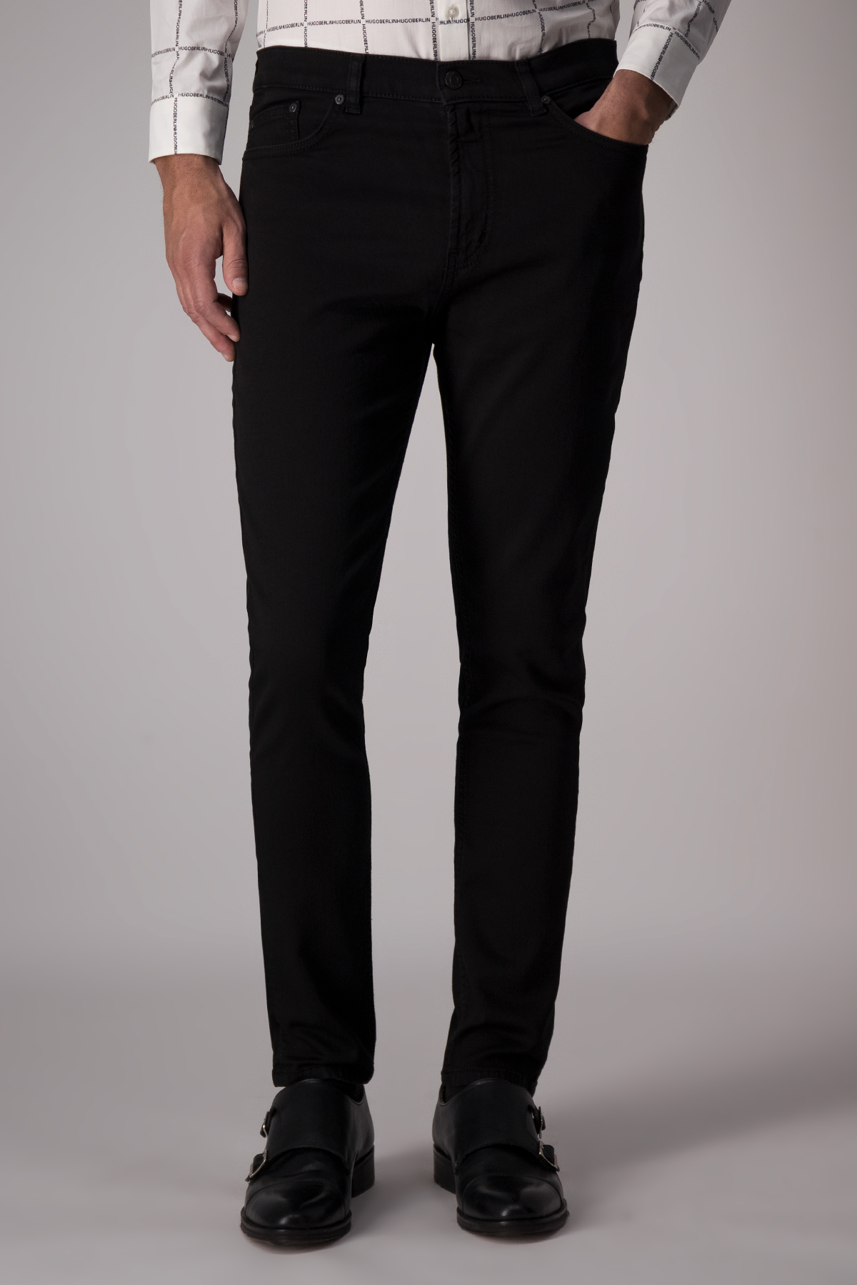 Jeans Hugo Boss color negro, slim fit.