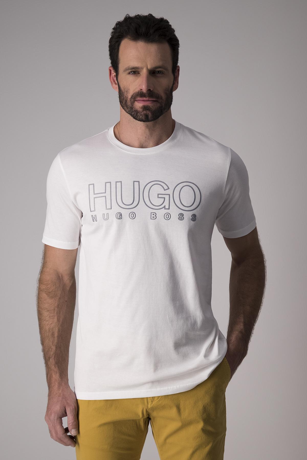 Playera Hugo Boss, slim fit, blanca con logo de marca en frente.