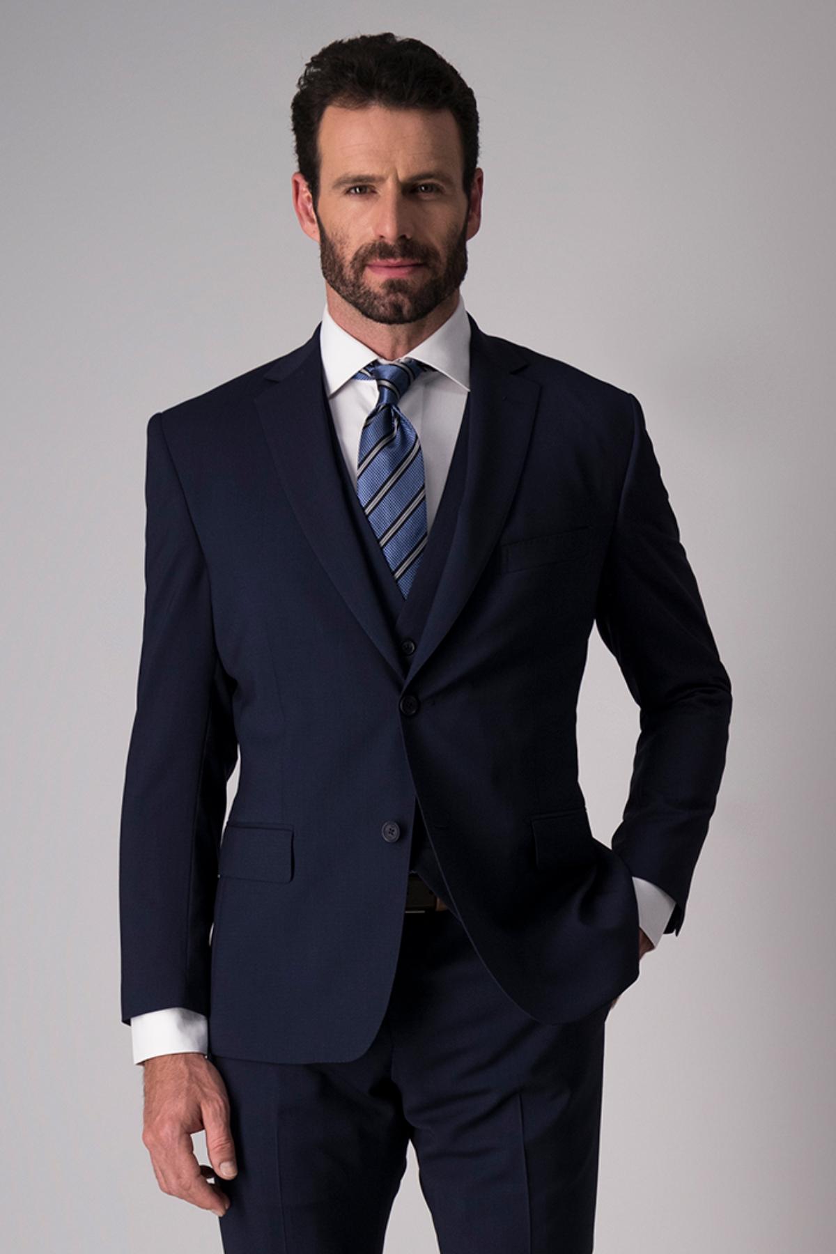 "Traje ""Trio"" Calderoni, tela italiana color azul."