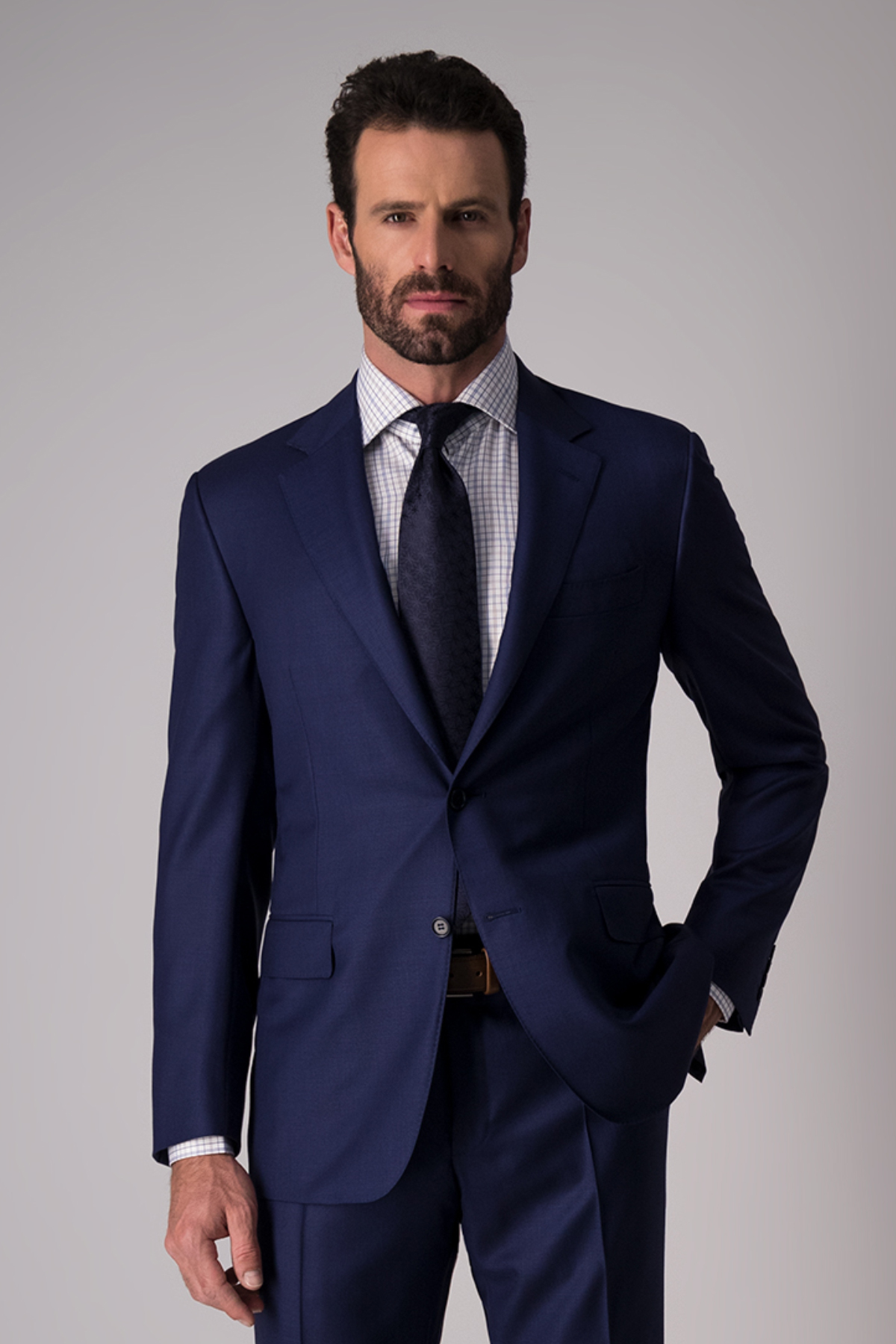 Traje marca Canali, Made in Italy, slim fit, color azul