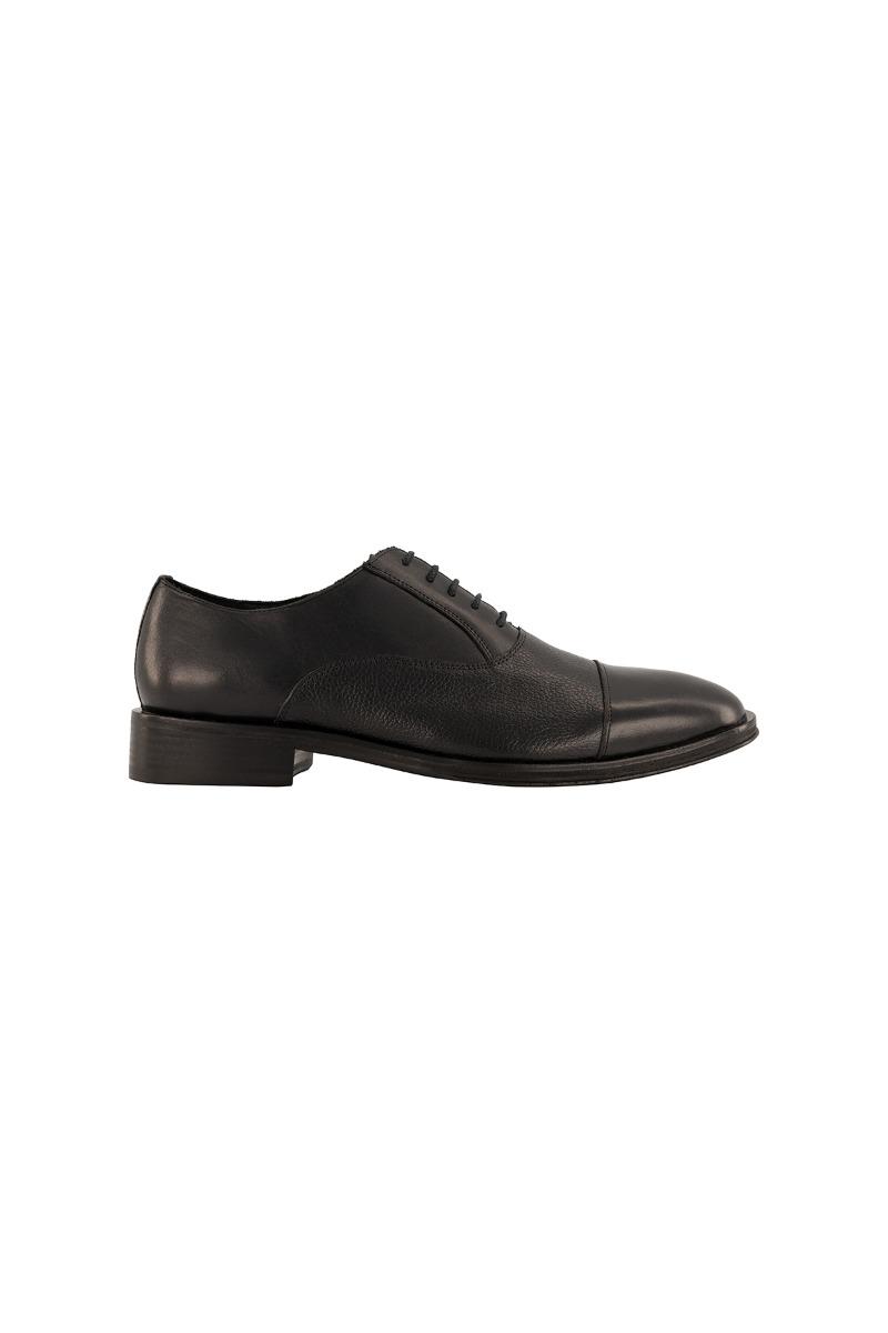 """Calzado CALDERONI, modelo """"Grabado Ciervo"""" color negro."""